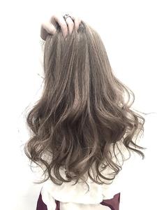 【LILY】 アッシュグレージュ|LILY SHINSAIBASHIのヘアスタイル