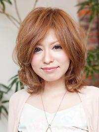 ☆毛先の動きで軽さを見せて、前髪でより魅力を引き出します