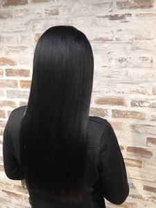 黒髪ナチュラルストレート|HONEY BUNCHのヘアスタイル