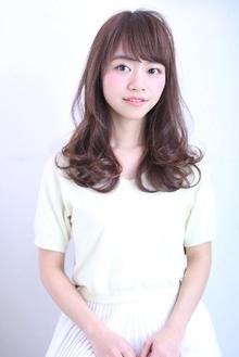 ピンクベージュの外巻きレイヤー florun.のヘアスタイル