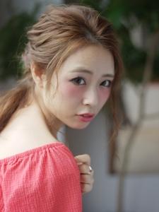 ゆるふわガーリーポニーテール|Calm Hair 阪急淡路店のヘアスタイル
