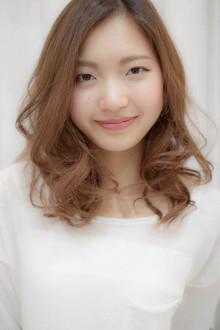 ルーズカールで大人可愛いセミロング☆|Sourireのヘアスタイル