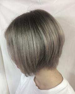 人気のシルバー系グラデーション|emi+ Hair & eyelash 練馬のヘアスタイル