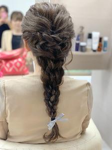 編みおろしアレンジ|e-style Lienのヘアスタイル