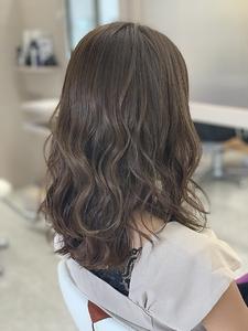 アッシュグレー|e-style Lienのヘアスタイル
