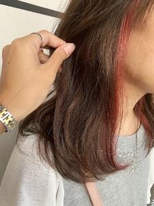 ピンクインナーに表面はとけこむブラウンベージュ|e-style Lienのヘアスタイル