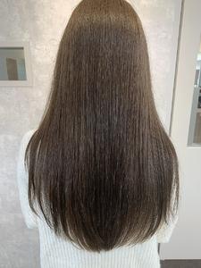 オリーブグレージュ|e-style Lienのヘアスタイル