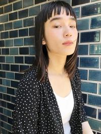 ネイビーカラー前髪ぱっつん美髪