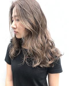 ハイライトベージュ|alloyのヘアスタイル