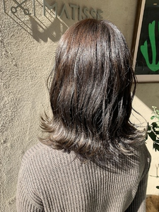 ヘアカラー【ベージュ】波ウェーブスタイリング|MATISSEのヘアスタイル