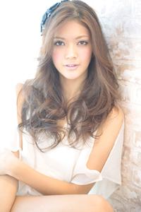黒髪でも似合う!小顔髪型ゆるふわパーマヘアカタログ〜ラクラク可愛いアレンジ(え-075)