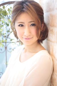 黒髪でも似合う!小顔髪型ゆるふわパーマヘアカタログ〜ラクラク可愛いアレンジ(え-090)