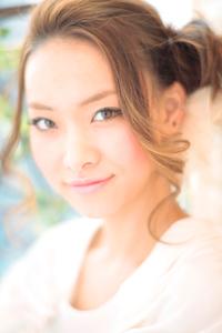 黒髪でも似合う!小顔髪型ゆるふわパーマヘアカタログ〜ラクラク可愛いアレンジ(え-056)