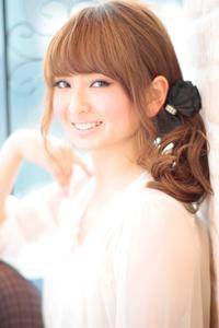 黒髪でも似合う!小顔髪型ゆるふわパーマヘアカタログ〜ラクラク可愛いアレンジ(え-068)