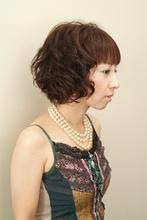 弾力のあるウェーブがかわいい!ショートボブ|SLUG+ 藤井 カコのヘアスタイル