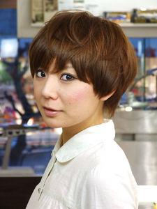 目の上ギリギリの前髪がキュートなマニッシュショート|SLUG+のヘアスタイル