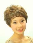 ふんわりとした質感のガーリーマッシュショート|SLUG+のヘアスタイル