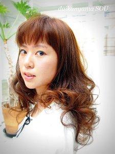 豊かな動きのあるカールが形づくるオトナのラブリーhair|daikanyama SOUのヘアスタイル