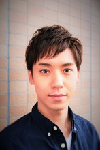 清潔感のあるバランスのいいフォルムと、カットで出した束感が成功のカギ。第一印象よく見せたい人にピッタリのスタイル!|Tasha 池田 昭仁のメンズヘアスタイル