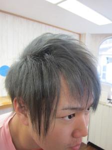アッシュからーで個性的に。。。|トシちゃんの美容室のヘアスタイル