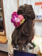 キュートなハーフアップ♪|トシちゃんの美容室のヘアスタイル