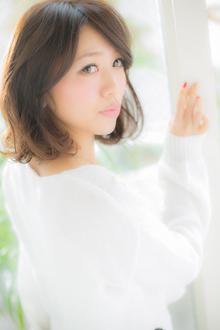 【Euphoria】黒髪でもこんなにふんわりミディアム|Euphoria【ユーフォリア】 aoyama【アオヤマ】のヘアスタイル