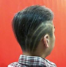 チラッと見えるラインがお似合いです。|Barber UTENAのメンズヘアスタイル