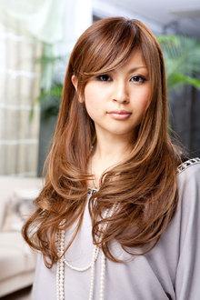 重く見えがちなスタイルも明るめカラーなら軽やかで涼しげに!|VOGUE 江坂店 のヘアスタイル