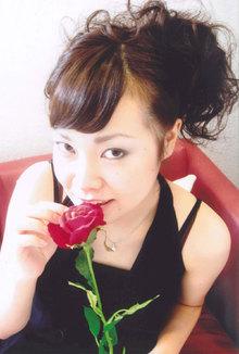 特別な日はかわいさとセクシーさを合わせたアップスタイルを・・・|VOGUE 江坂店 のヘアスタイル