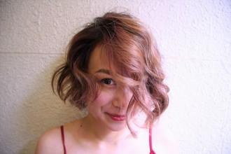 エアリーピンクのふんわりボブ|Y.S.PARK  ROPPONGIのヘアスタイル