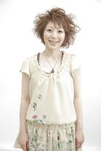 少女から大人の女性への変化をアシメカールで! Yutaka Hair 本店のヘアスタイル