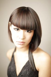 現代の強い女性をラインの強い重めのボブで! Yutaka Hair 真美ケ丘店のヘアスタイル